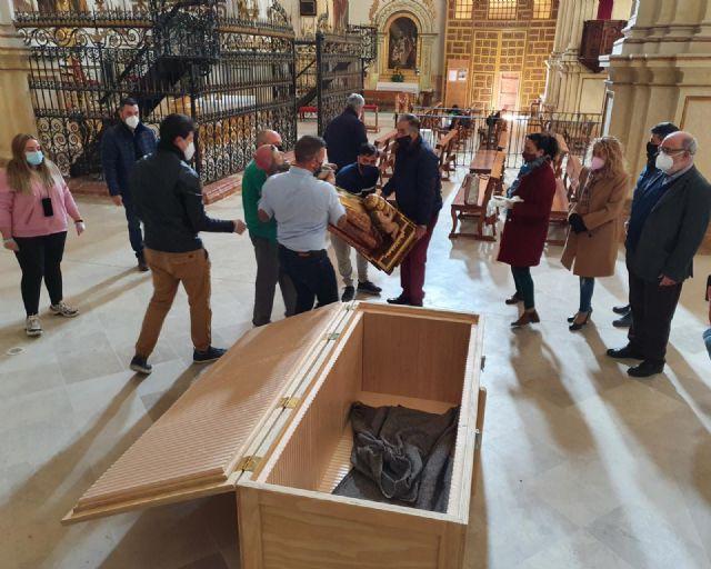 El Ayuntamiento de Lorca informa del inicio de las labores de restauración de la talla de San Clemente con su traslado hasta el Centro de Restauración Regional - 1, Foto 1