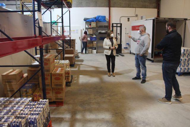 Cruz Roja y el Ayuntamiento colaboran en proyectos de ayuda alimentaria y asistencia socio sanitaria - 1, Foto 1