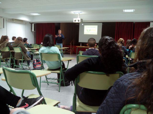 """The User Advisory Service of the Municipal Services offers a talk at the IES """"Juan de la Cierva"""""""