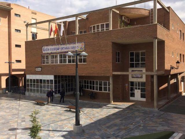 The Municipal Center Senior Plaza Balsa Vieja the hosts a poetry recital