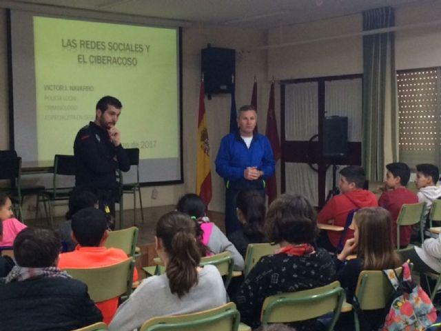 La Policia Local ofrecio una charla sobre el ciberacoso al alumnado del IES San Isidoro - 1, Foto 1
