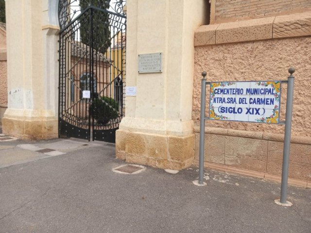 "The municipal cemetery ""Nuestra Señora del Carmen"" in Totana and the parish church of El Paretón are closed, authorizing only the access of 15 people to the burials"