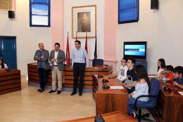 Alumnos del IES Alcántara presentan en el Ayuntamiento el Proyecto Alcantarilla Ciudad Educadora - 1, Foto 1