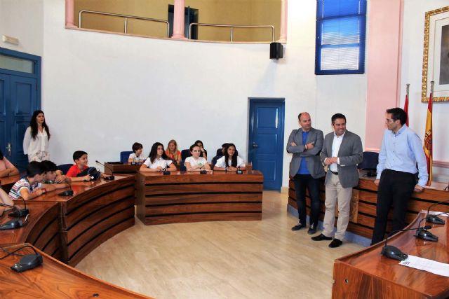 Alumnos del IES Alcántara presentan en el Ayuntamiento el Proyecto Alcantarilla Ciudad Educadora - 2, Foto 2