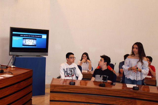 Alumnos del IES Alcántara presentan en el Ayuntamiento el Proyecto Alcantarilla Ciudad Educadora - 3, Foto 3