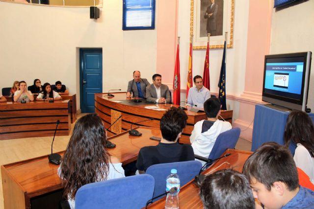 Alumnos del IES Alcántara presentan en el Ayuntamiento el Proyecto Alcantarilla Ciudad Educadora - 5, Foto 5