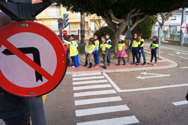 The informative campaign on basic norms of the pedestrian and cyclist by the urban and interurban roads addressed to schoolchildren will be resumed