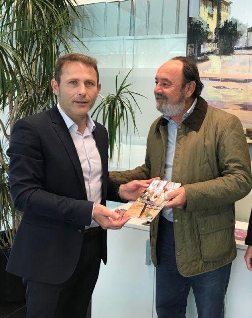 El alcalde recibe a Máximo Jumilla, y agradece la donación de su biblioteca particular - 3, Foto 3