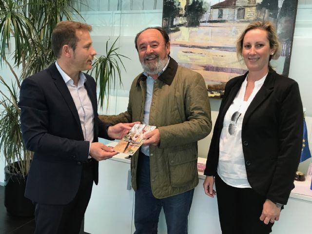 El alcalde recibe a Máximo Jumilla, y agradece la donación de su biblioteca particular - 4, Foto 4