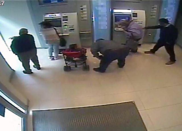 La Guardia Civil detiene a dos personas por estafar a ancianos a los que sustrajeron sus tarjetas bancarias