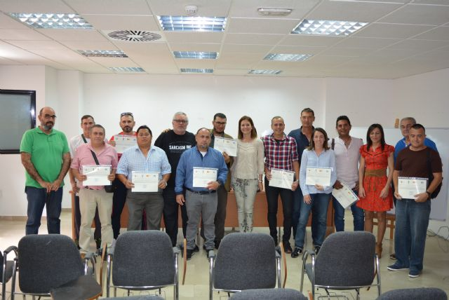 Doce participantes en el PMEF de mejora de accesibilidad reciben el certificado de profesionalidad de operaciones auxiliares de acabados rígidos y urbanización - 1, Foto 1
