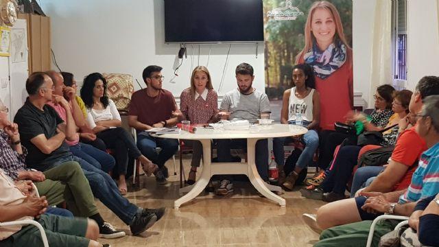 Mariola Guevara se reúne con representantes de la AAVV Virgen del Rosario, Foto 1