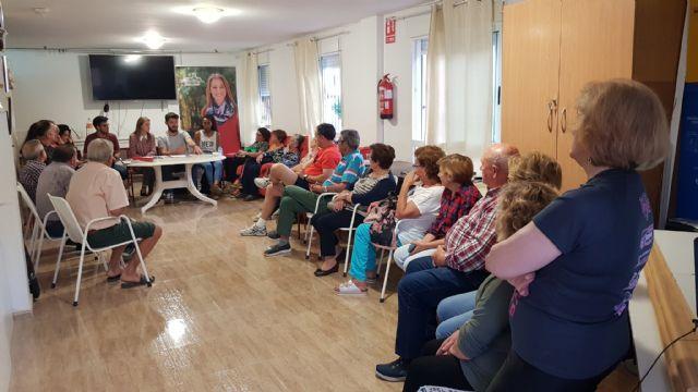 Mariola Guevara se reúne con representantes de la AAVV Virgen del Rosario, Foto 2