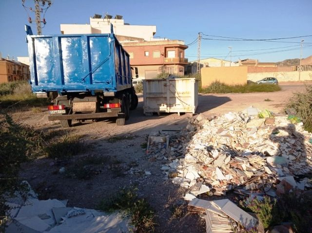They carry out integral cleaning works in different spaces and uncontrolled waste dumps in the periphery, located in the districts of Triptolemos and San José, respectively