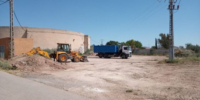 They carry out integral cleaning works in different spaces and uncontrolled waste dumps in the periphery, located in the districts of Triptolemos and San José, respectively, Foto 9