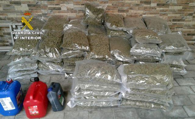La Guardia Civil intercepta un vehículo sustraído con más de 80 kilos de marihuana