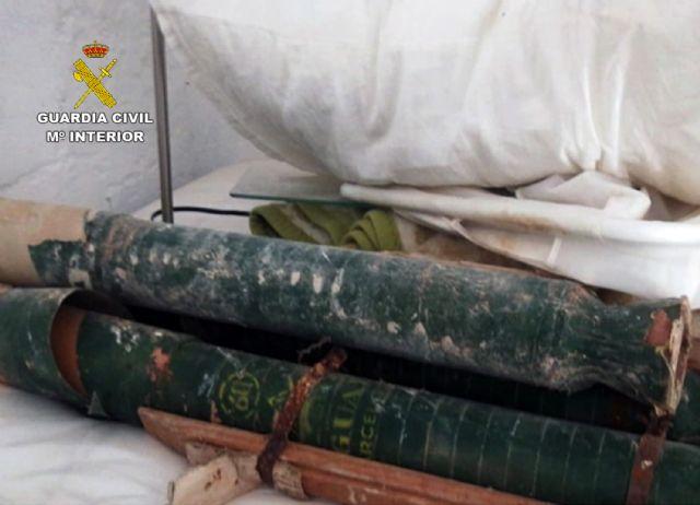 La Guardia Civil retira y destruye tres artefactos pirotécnicos hallados en una finca  de Yecla - 1, Foto 1