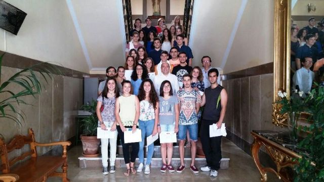 Alumnos del IES Diego Tortosa reciben los premios del concurso de spots 'Lo importante es participar' - 1, Foto 1