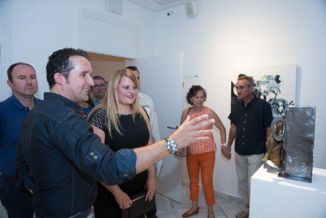 Álvaro Peña enriquece la oferta cultural del municipio con su exposición en Casas Consistoriales, Foto 1