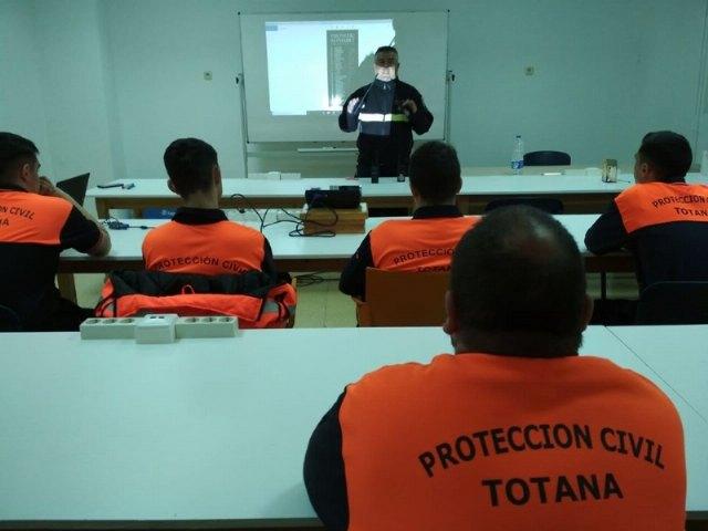 El Pleno municipal acuerda aumentar la partida presupuestaria correspondiente a la subvención municipal a Protección Civil en Totana - 4, Foto 4