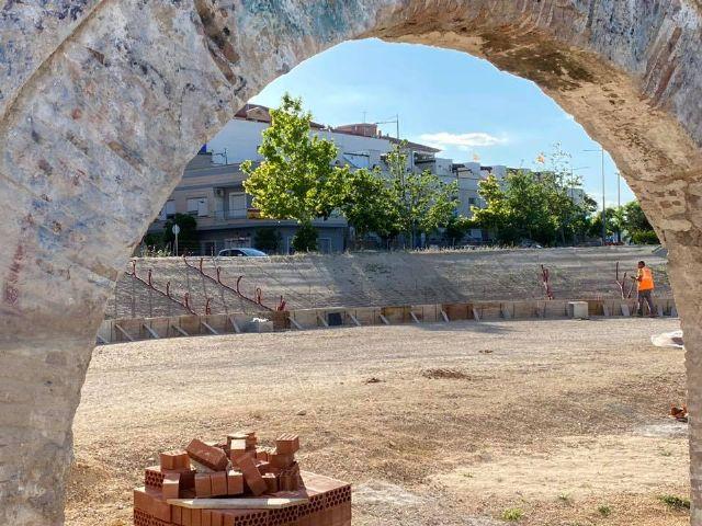 Recta final de la primera fase de las obras de acondicionamiento del entorno del Acueducto - 1, Foto 1