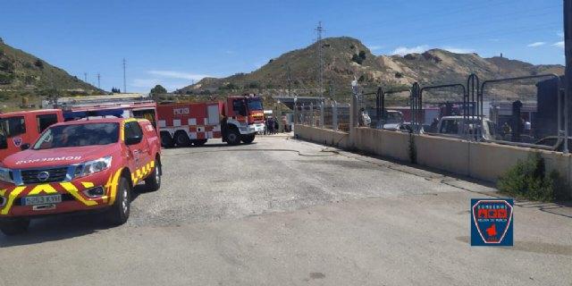 Incendio declarado en almacén de vehículos en Mazarrón, Foto 2