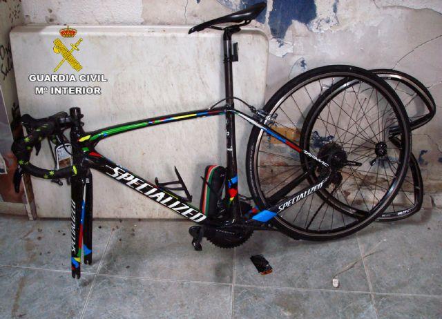 La Guardia Civil investiga a un motorista por causar lesiones graves a un ciclista tras realizar una conducción temeraria - 3, Foto 3