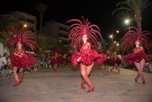 El Paseo Marítimo de Mazarrón se viste de carnaval ante la expectación de miles de personas, Foto 2