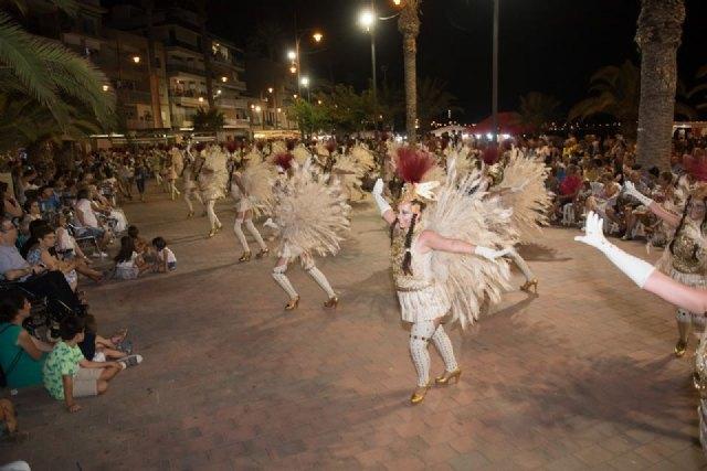 El Paseo Marítimo de Mazarrón se viste de carnaval ante la expectación de miles de personas, Foto 4