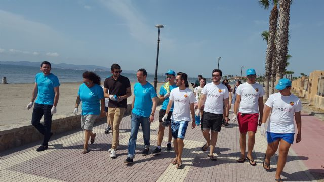 FEREMUR limpia la playa de la hita con el Consejero Celdrán - 1, Foto 1