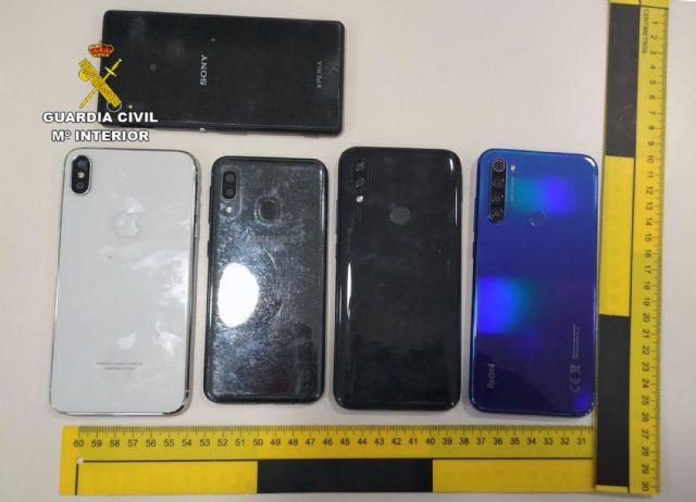 La Guardia Civil detiene a cinco jóvenes por la sustracción de siete teléfonos móviles - 2, Foto 2