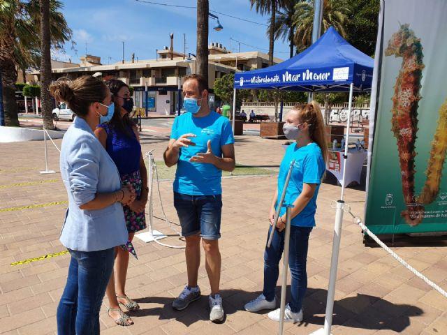 La directora general del Mar Menor, Miriam Pérez presentó en Santiago de la Ribera la campaña de sensibilización Mar Menor 2020 - 1, Foto 1