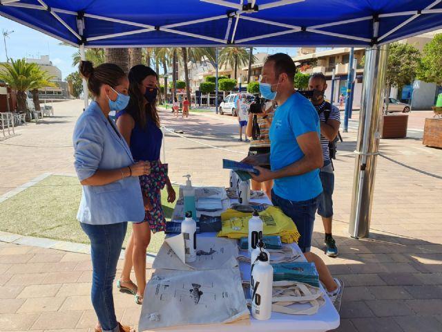 La directora general del Mar Menor, Miriam Pérez presentó en Santiago de la Ribera la campaña de sensibilización Mar Menor 2020 - 4, Foto 4