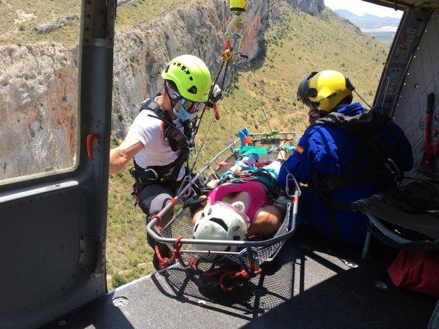Bomberos rescatan por aire una escaladora herida en Jumilla - 1, Foto 1