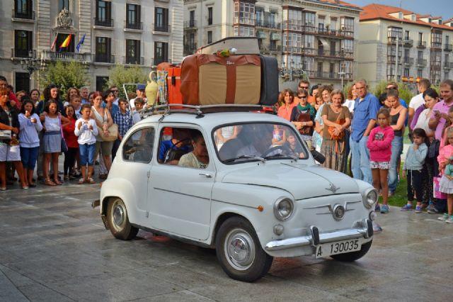 Espectáculo:  Typical. Teatro de calle. Dirección Antón Valén - 1, Foto 1