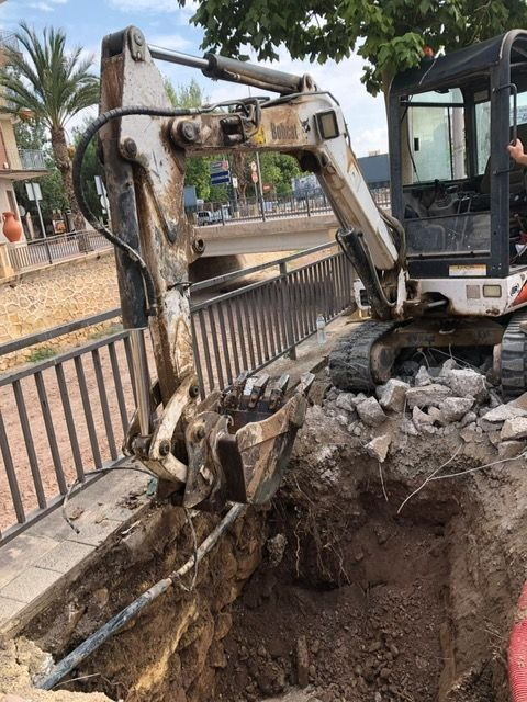 They execute punctual repairs in two sections of sewer in the Avda. Rambla de La Santa that were causing inconveniences to the neighbors, Foto 4