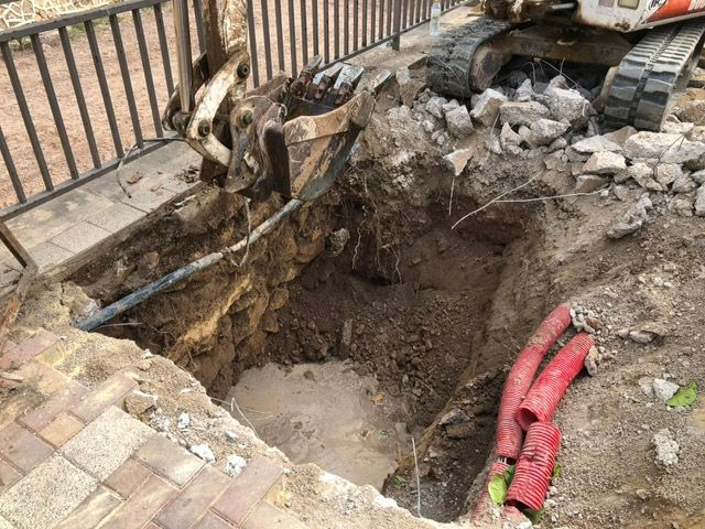 They execute punctual repairs in two sections of sewer in the Avda. Rambla de La Santa that were causing inconveniences to the neighbors, Foto 6