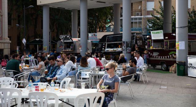 Food trucks Feria de Día 2018, comida especializada sobre ruedas y música en directo, Foto 1