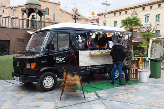 Food trucks Feria de Día 2018, comida especializada sobre ruedas y música en directo, Foto 4