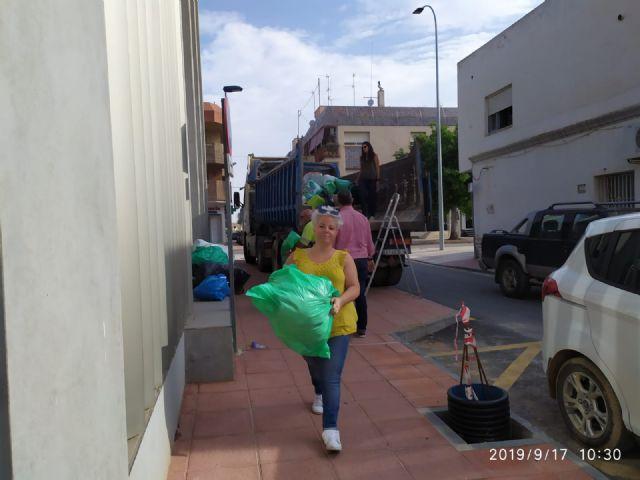El alcalde de Pliego, Antonio Huescar entrega en San Javier las donaciones recogidas en su municipio para los afectados por las inundaciones - 2, Foto 2