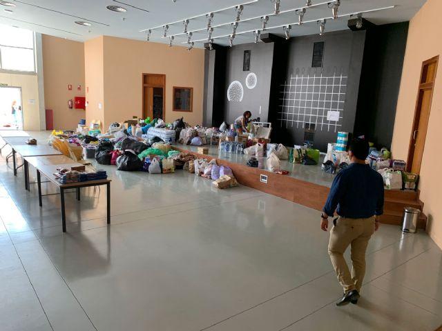 El alcalde de Pliego, Antonio Huescar entrega en San Javier las donaciones recogidas en su municipio para los afectados por las inundaciones - 4, Foto 4