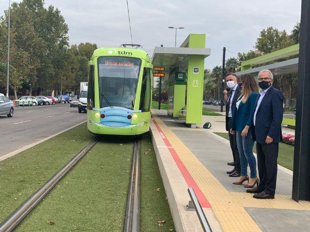 El tranvía se pone la mascarilla para reivindicar que el transporte público en Murcia es seguro - 2, Foto 2
