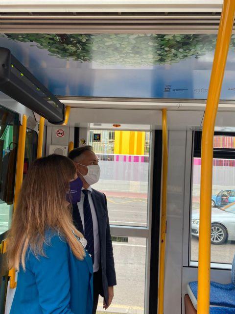 El tranvía se pone la mascarilla para reivindicar que el transporte público en Murcia es seguro - 3, Foto 3
