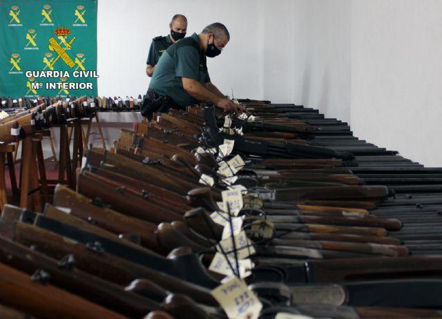 La Guardia Civil de Murcia celebra la exposición-subasta de armas del año 2020, Foto 2