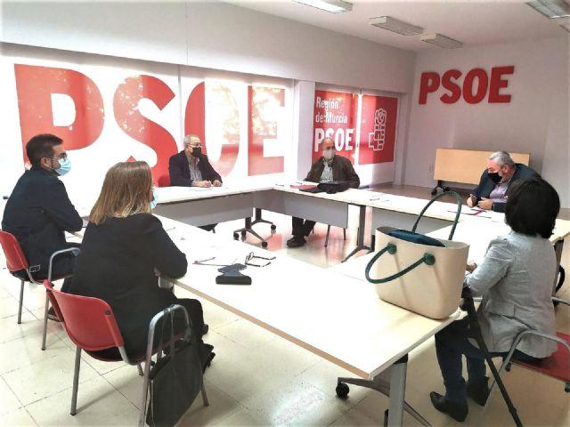 El sector de viajeros traslada al PSRM-PSOE el malestar de empresas y trabajadores por el nuevo convenio de transporte escolar, Foto 1