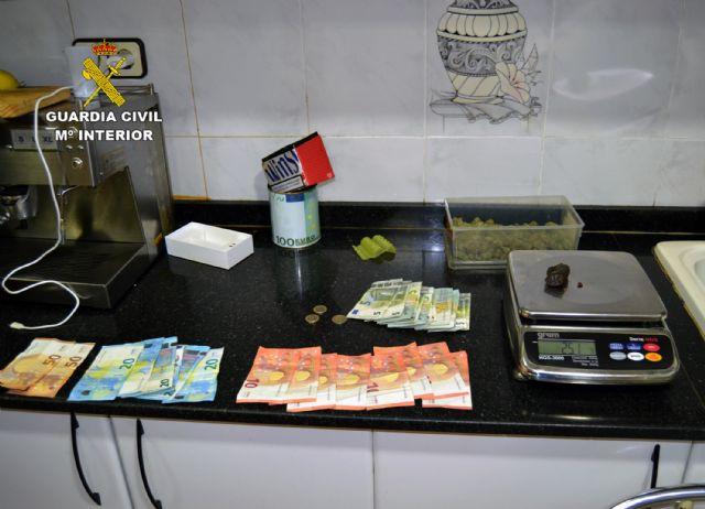 La Guardia Civil desmantela un punto de venta de droga al menudeo en un quiosco - 1, Foto 1