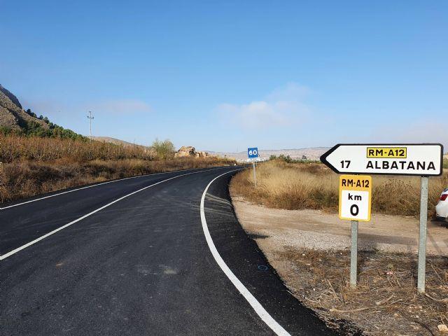 Reparan en Jumilla las cunetas de la carretera de Albatana para evitar la acumulación de arrastres durante las lluvias - 1, Foto 1