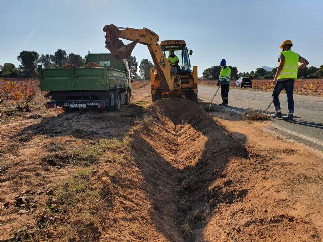 Reparan en Jumilla las cunetas de la carretera de Albatana para evitar la acumulación de arrastres durante las lluvias - 2, Foto 2