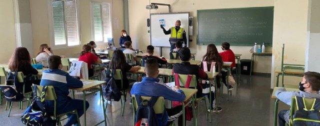El Policía Tutor ha iniciado una campaña de sensibilización sobre las medidas de protección ante la COVID19 - 1, Foto 1
