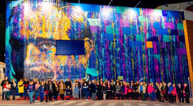 Vecinos y visitantes ya disfrutan el mural de Carlos Callizo - 2, Foto 2